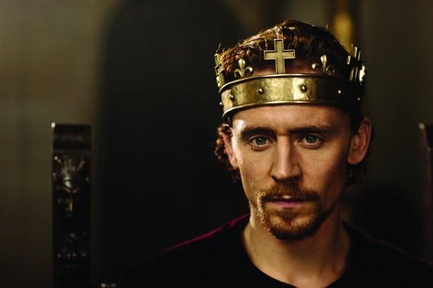シェイクスピアの歴史劇を映像化した『劇場版 嘆きの王冠~ホロウ・クラウン~』