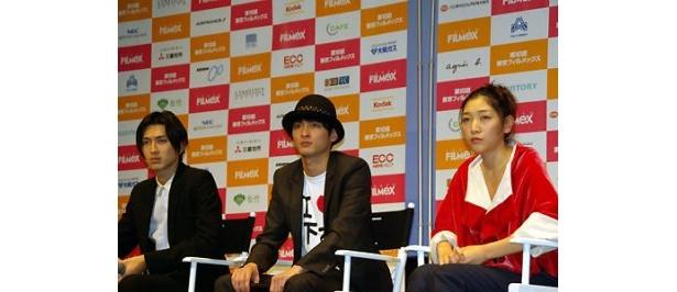 左より松田翔太、高良健吾、安藤サクラ
