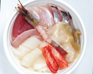 北海道三大市場のひとつ! 和商市場で絶対にはずせない「勝手丼」とは?