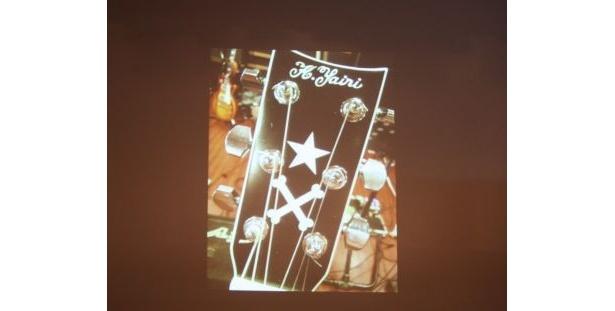 自身でデザインしたギターのネックを携帯電話のカメラで撮影(玉木さん)