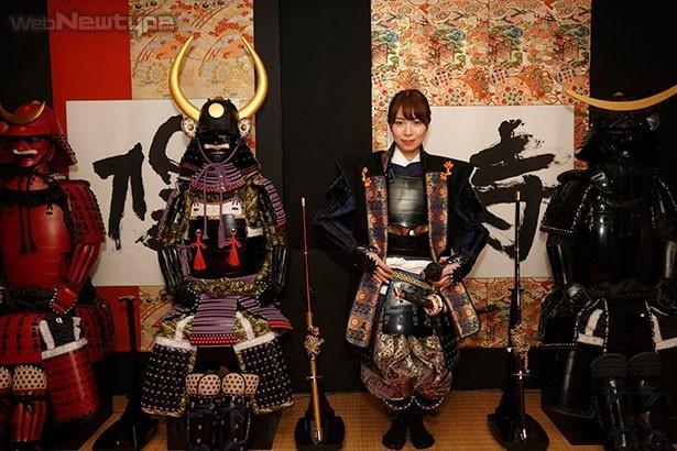 青木瑠璃子、甲冑とともに歴史の重みを体感する