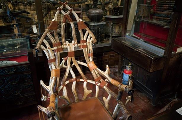 シカの角で作った椅子