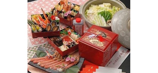 北海道にある「沙羅の月」の『函館 沙羅の月 オリジナルおせち』(2万円・送料込み)は限定300個。タラバ、ボタン海老、蝦夷アワビなど、北の味覚が全23品/トップツアー