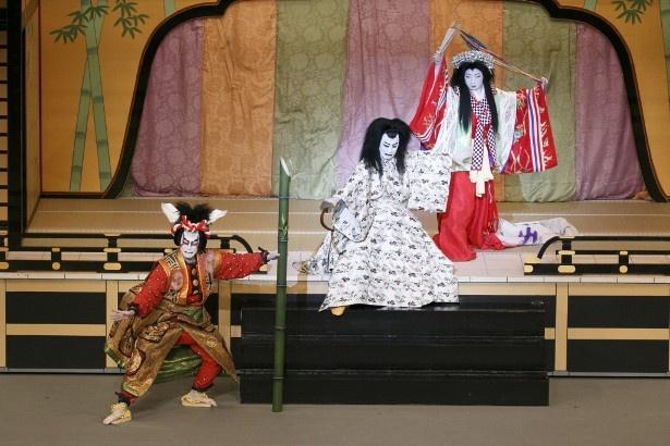 市川海老蔵らが演じる新作歌舞伎「月光姫恋暫(かぐやひめこいのしばらく)」