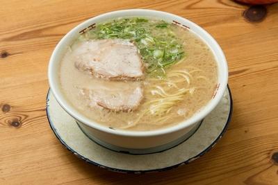 ラーメン(¥600)。程よい甘さと塩気。ツルシコッとした麺の絡みも抜群