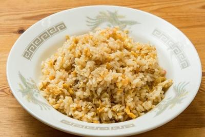 チャーハン(¥450)も定番人気!細かく刻んだ豚肉が入っている