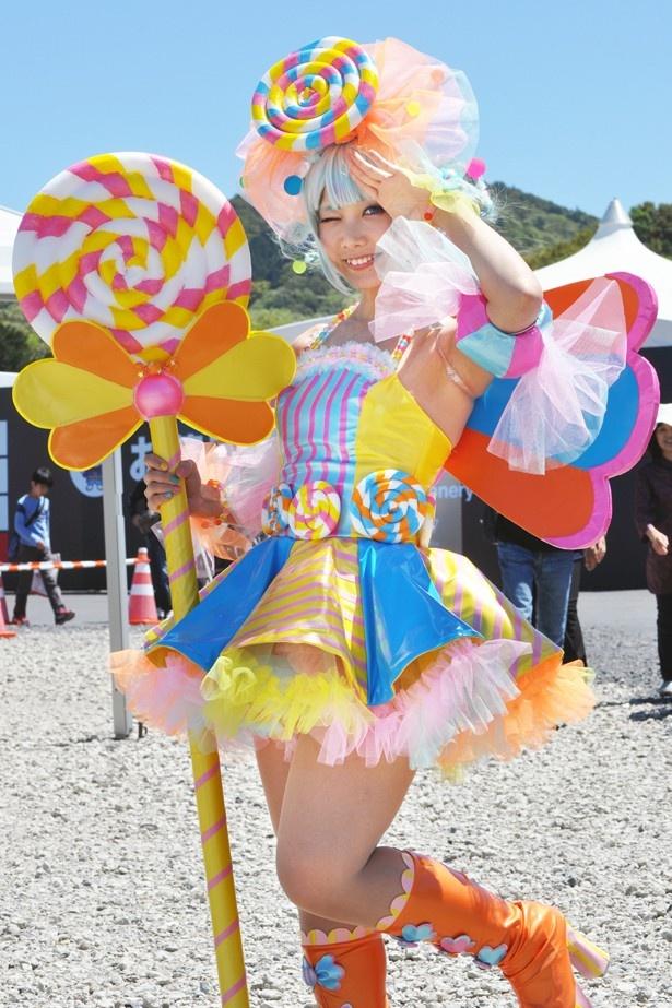 【写真を見る】グランプリ・キャンディの擬人化コスプレ「ぺロキャン」(DAYさん)