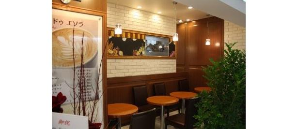 「cafe de Esola」はカップルや友人とお茶や食事を楽しめる