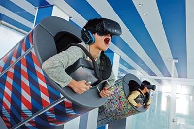 人間大砲型のマシンに乗って、未来の東京の名所を巡る空の旅を体感!