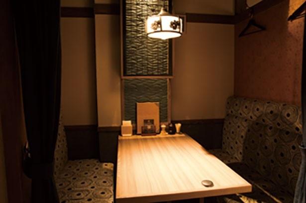 1Fはオープンな雰囲気で、2Fは4~8人の個室があり、さまざまなニーズに対応できる。女子会などにも使える!