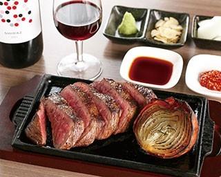 黒毛和牛熟成赤身肉(200g/3180円)の表面は香ばしく、中はレアでふわっと柔らかい絶妙な焼き加減