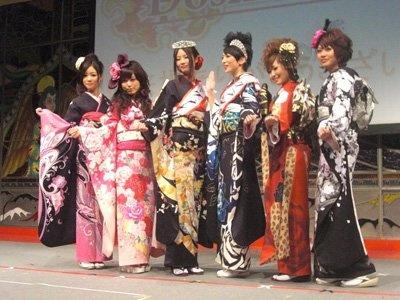 ファイナルに残った6人。写真左から、北條、山中、準グランプリの丸山、グランプリの松岡、長岡、佐古さん