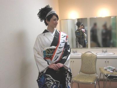 イベント終了後、関西ウォーカーの取材にこたえるグランプリの松岡史子さん