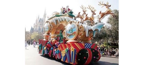サンタはソリに乗って登場/ホワイトホリデーパレード