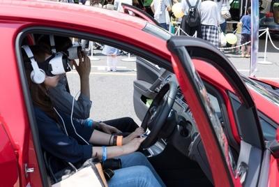 【写真を見る】VRを使って、実際に運転している感覚が体験できるコーナーも