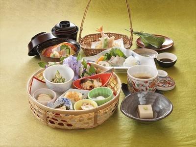 【写真を見る】茶と京都の魅力を世界の料理で楽しむ