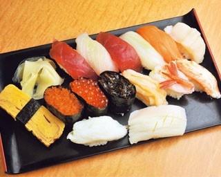 昭和の香りを色濃く残す地域密着の市場 驚きの安さで食べられるお寿司やさんとは…