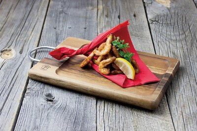 【写真を見る】殻ごと食べれるシラタ海老のスパイシーフリット(800円)