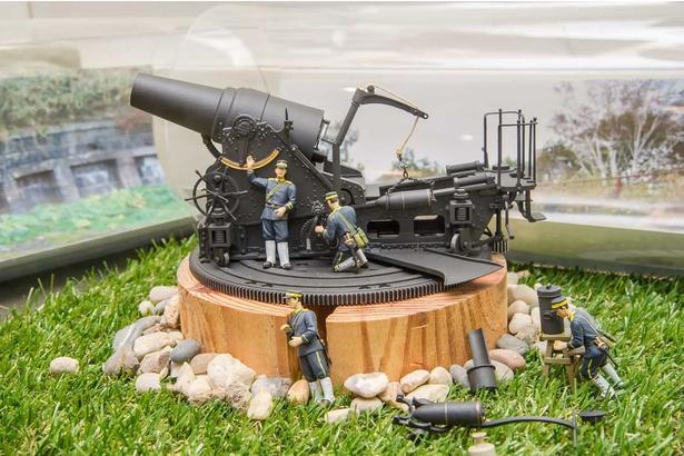 函館山ふれあいセンター・28cm榴弾砲の復元模型