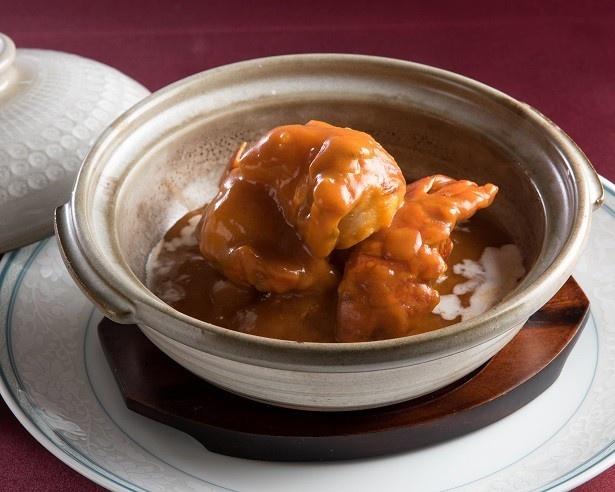 【写真を見る】「ゴールデンウィーク プリフィックスディナーコース」では、アワビやイセエビを使った14種のメイン料理から1グループで4種選んで楽しめる