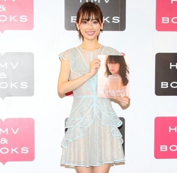 「いまOLが一番なりたいモデル」泉里香も、水着や下着カットを写真集で披露した