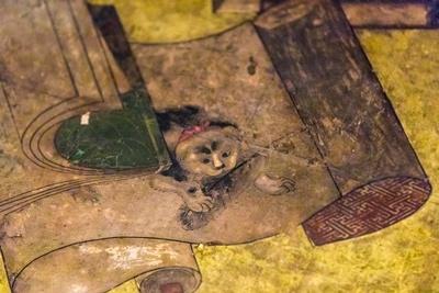 書物をネズミにかじられないようにと「東狭屋の間」の天井に描かれた猫。どこから見ても目が合うことから「八方睨みの猫」と呼ばれる