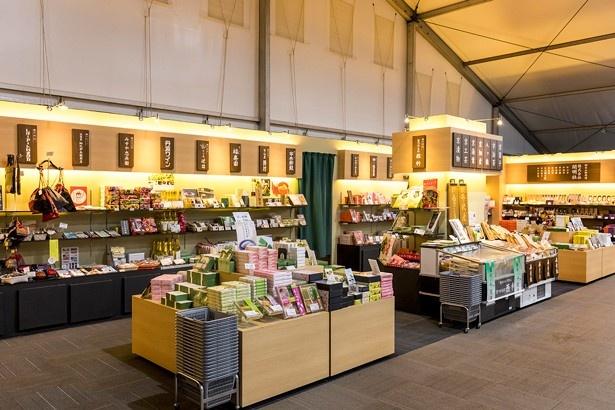 「本願寺 おてらかふぇ&まるしぇAKARI」では京都の名店約30店舗が集結したマルシェにも注目