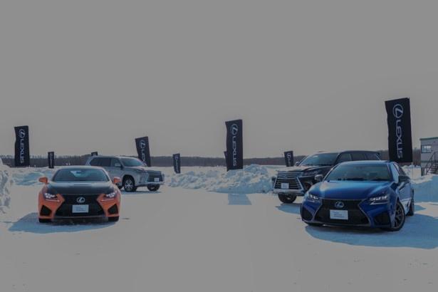 会場に並ぶレクサス車両