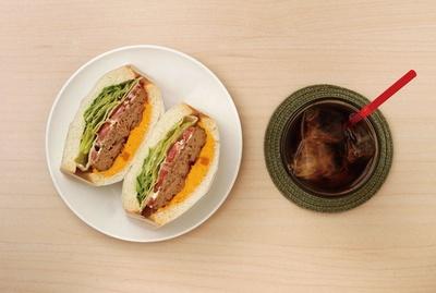 清川にある人気のサンドイッチ店「sandelica(サンデリカ)」の具材の組み合わせが楽しいオリジナルサンドイッチが並ぶ