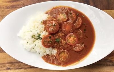 イタリアン&フレンチの人気店「GARB LEAVES(ガーブ リーブス)」からは、シェフ特製のトマトカレーがお目見え