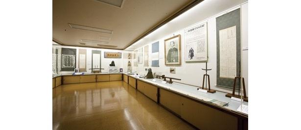 開館日を限定して土方歳三の生家の一部を開放し、遺品や関連商品を80点前後展示する「土方歳三資料館」