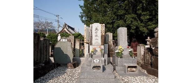 土方歳三の墓と顕彰碑がある「石田寺」(日野市石田)など、歳三の出身地なだけあって高幡不動周辺には、ゆかりの地がいっぱい