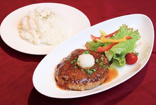 和風ハンバー グ(ライス付き1200円)など「AKIHABARA バックステージpass」は食事メニューも充実