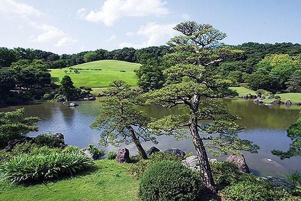 真上から見ると「心」の文字を書き表した心字池など、園内は見どころが満載/日本庭園