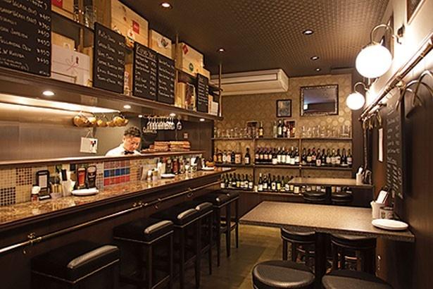 【写真を見る】ビールやワイン、日本酒など、約30種のお酒が豊富にそろっているのも魅力/Kushi-yaki Wasshoi