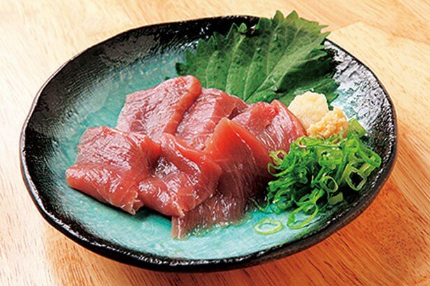 毎朝仕入れる新鮮ネタを提供!「クジラの若肉刺身」(450円)/兵蔵 福島店