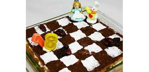 「チェス盤ミルフィーユ」は、チェスで遊ぶアリスをそのまま召し上がれ!