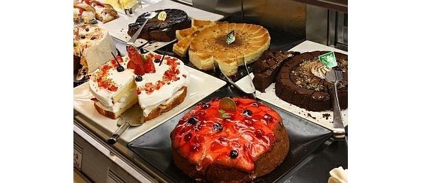 人気メニュー「ふわふわショート」や「ベリーのケーキ」も食べられる
