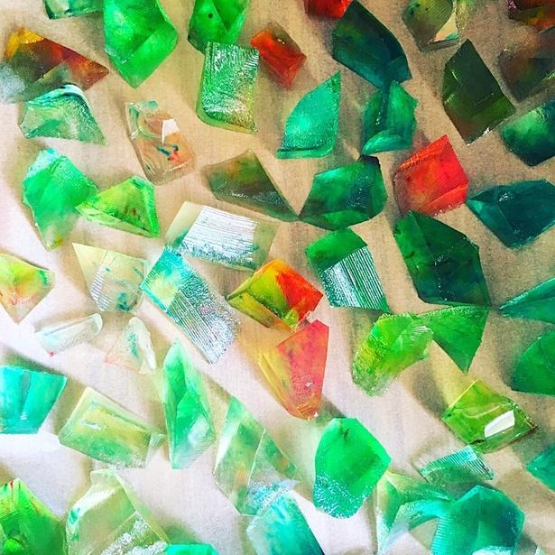 宝石のような輝き! 透明感あふれる「琥珀糖」