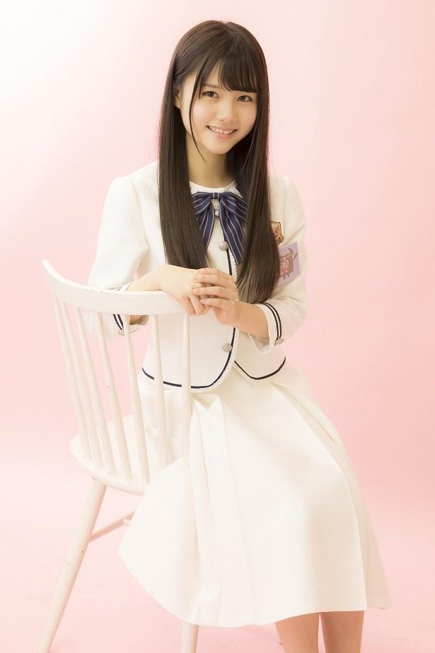 白の服を着た伊藤理ヶ杏