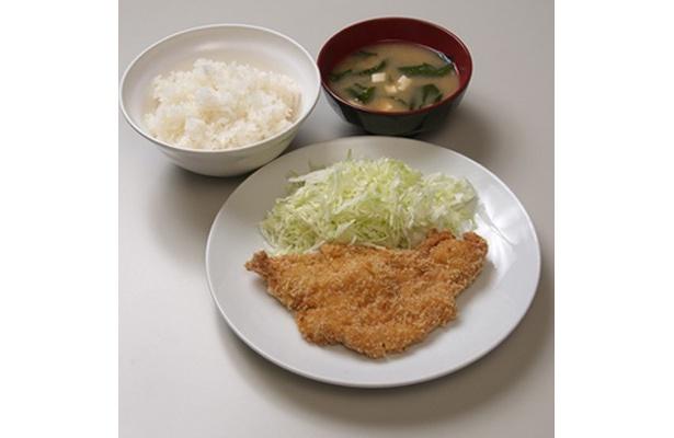 「官庁食堂『集(つどい)』」では、「チキンカツ定食」も380円!