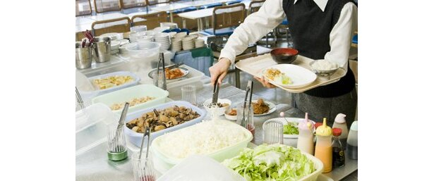 ブッフェボードには主に旬の横浜産の野菜を使った煮物などが並ぶ (神奈川県庁新庁舎喫茶室)