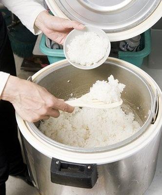 ご飯も盛り放題!お腹を空かせてぜひどうぞ!(神奈川県庁新庁舎喫茶室)