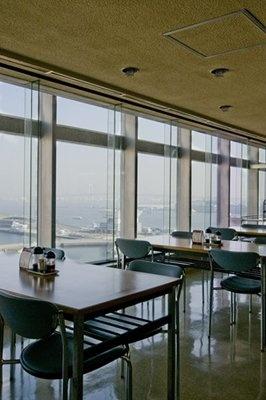 目の前は横浜港の大パノラマ!(県庁新庁舎12F大食堂)