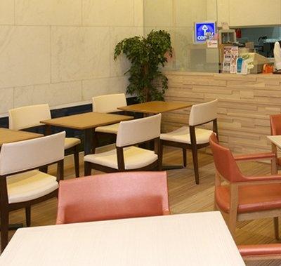 県民共済馬車道ビルに入っている「喫茶マーブル」。県民共済加入者は、わかばカード持参で割引も