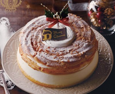 チーズクリームがたっぷり入った「サークルKサンクス」の「クリスマス シューレアチーズ7号」(2500円)