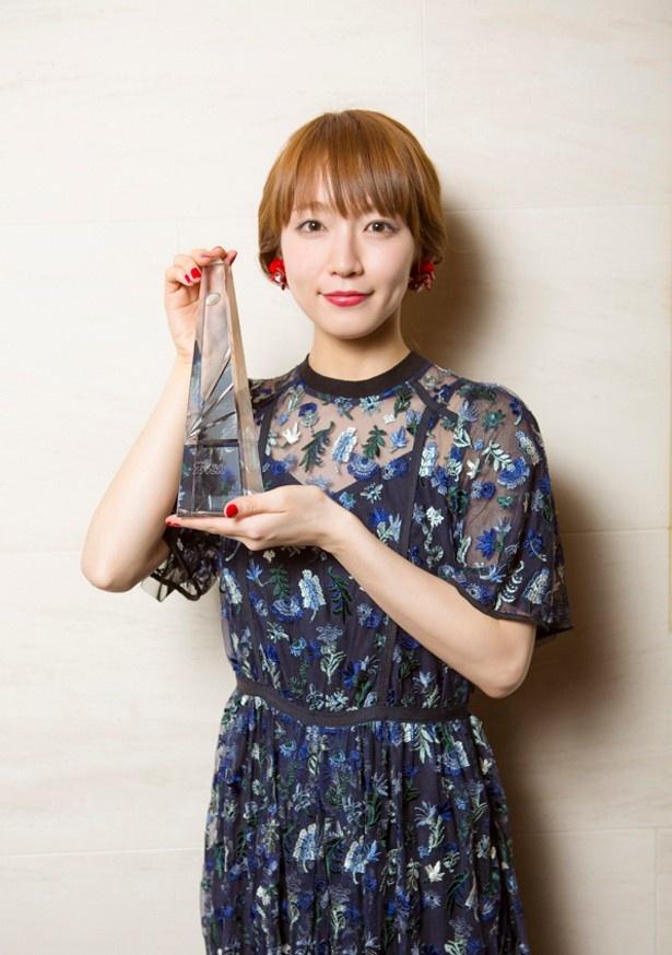 第92回ドラマアカデミー賞にて、助演女優賞に輝いた吉岡里帆