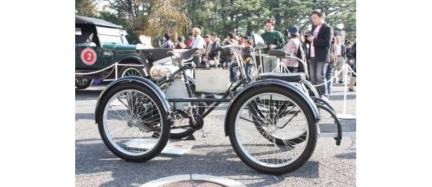 ペダルのあるガソリン自動車「ド ディオン ブートン」1899年