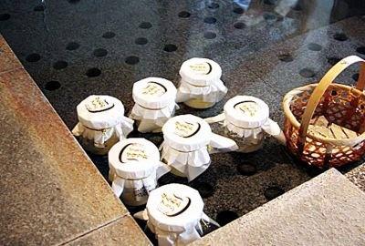 ぽっかぽかの温泉にいれて販売している、下呂温泉足湯の里ゆあみ屋の「ほんわかプリン」(350円)