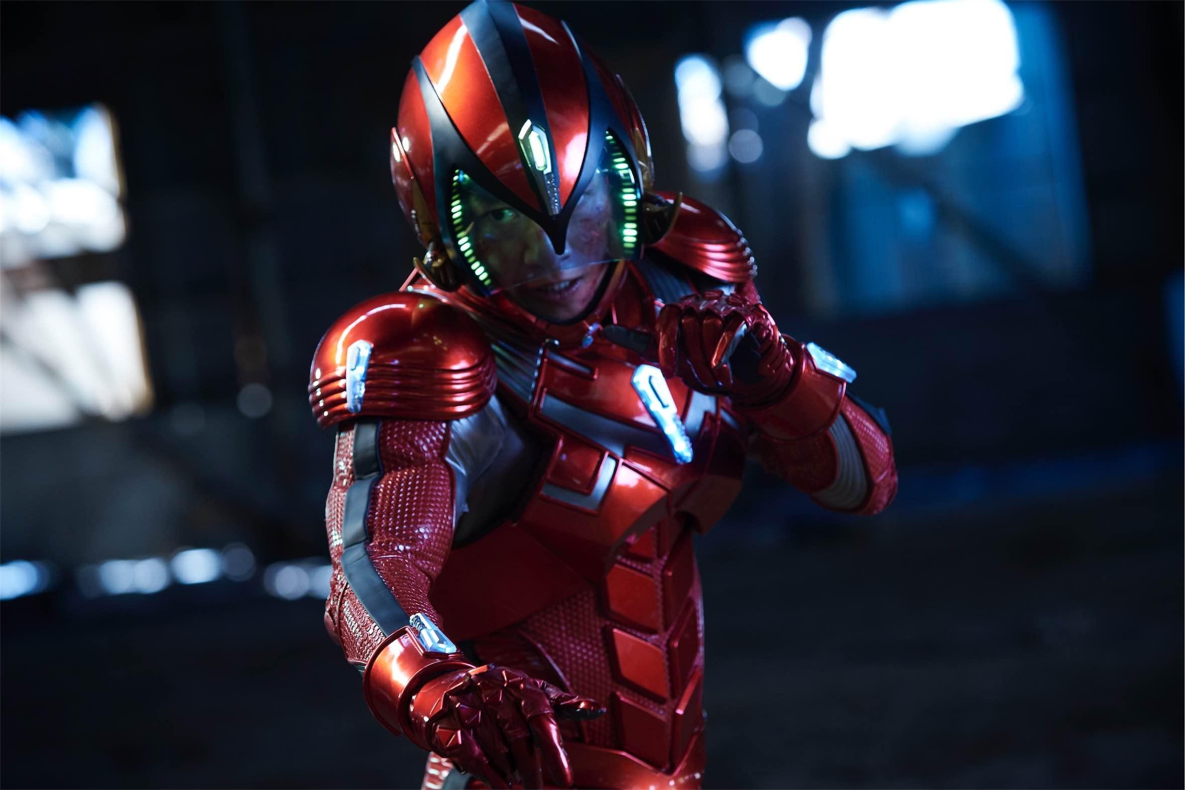 『破裏拳ポリマー』では、坂本監督のアクション指導の下、溝端淳平が鎧武士=ポリマーを熱演